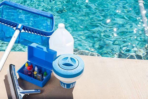 material para el mantenimiento de piscina
